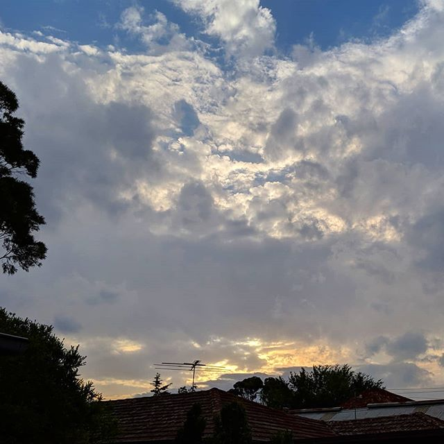 Multilayered, multidimensional sky on an increasingly windy evening in #Melbourne. #approachingstorm #melbweather