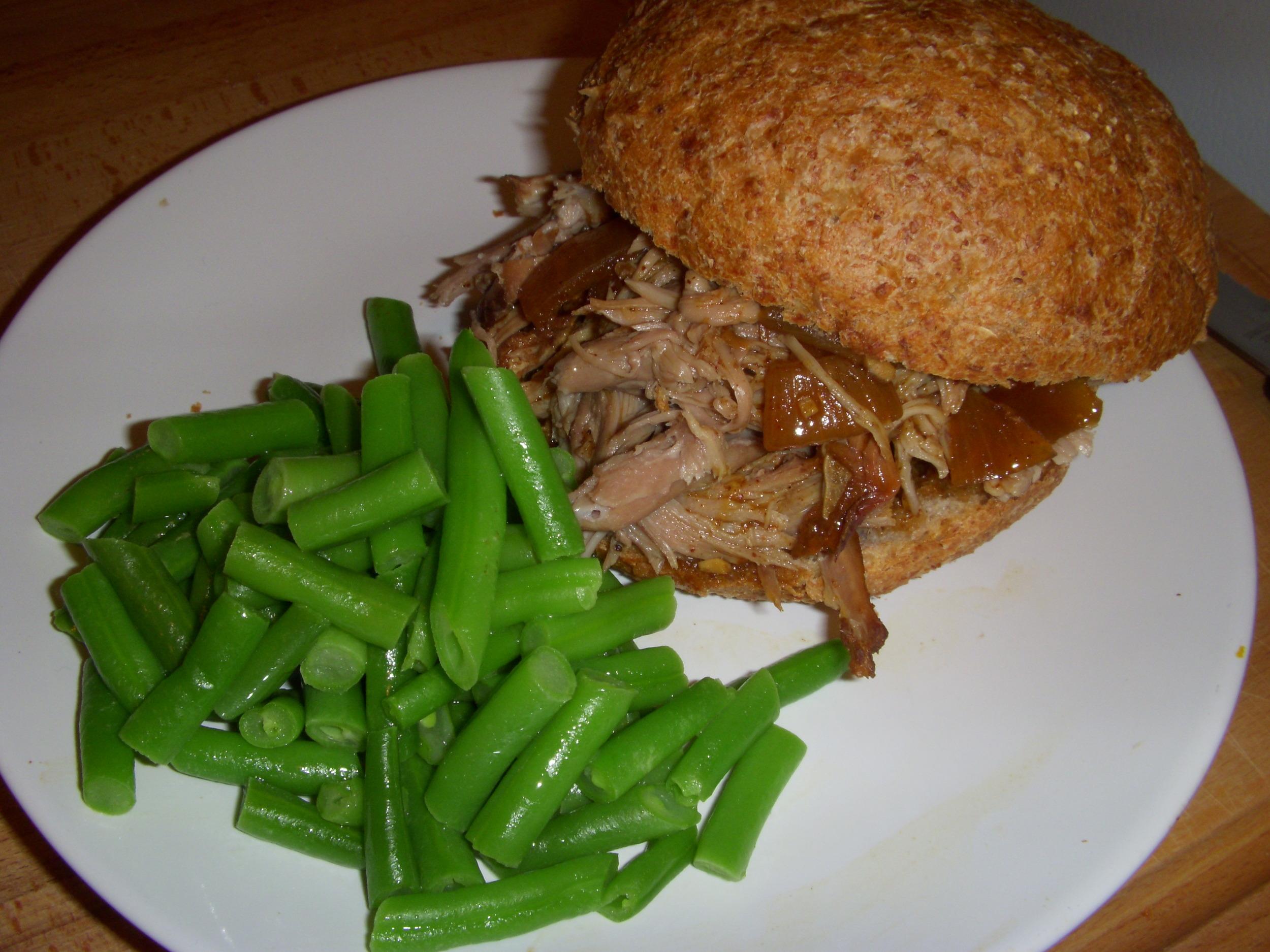 Slowcooker Pulled Pork Sandwich