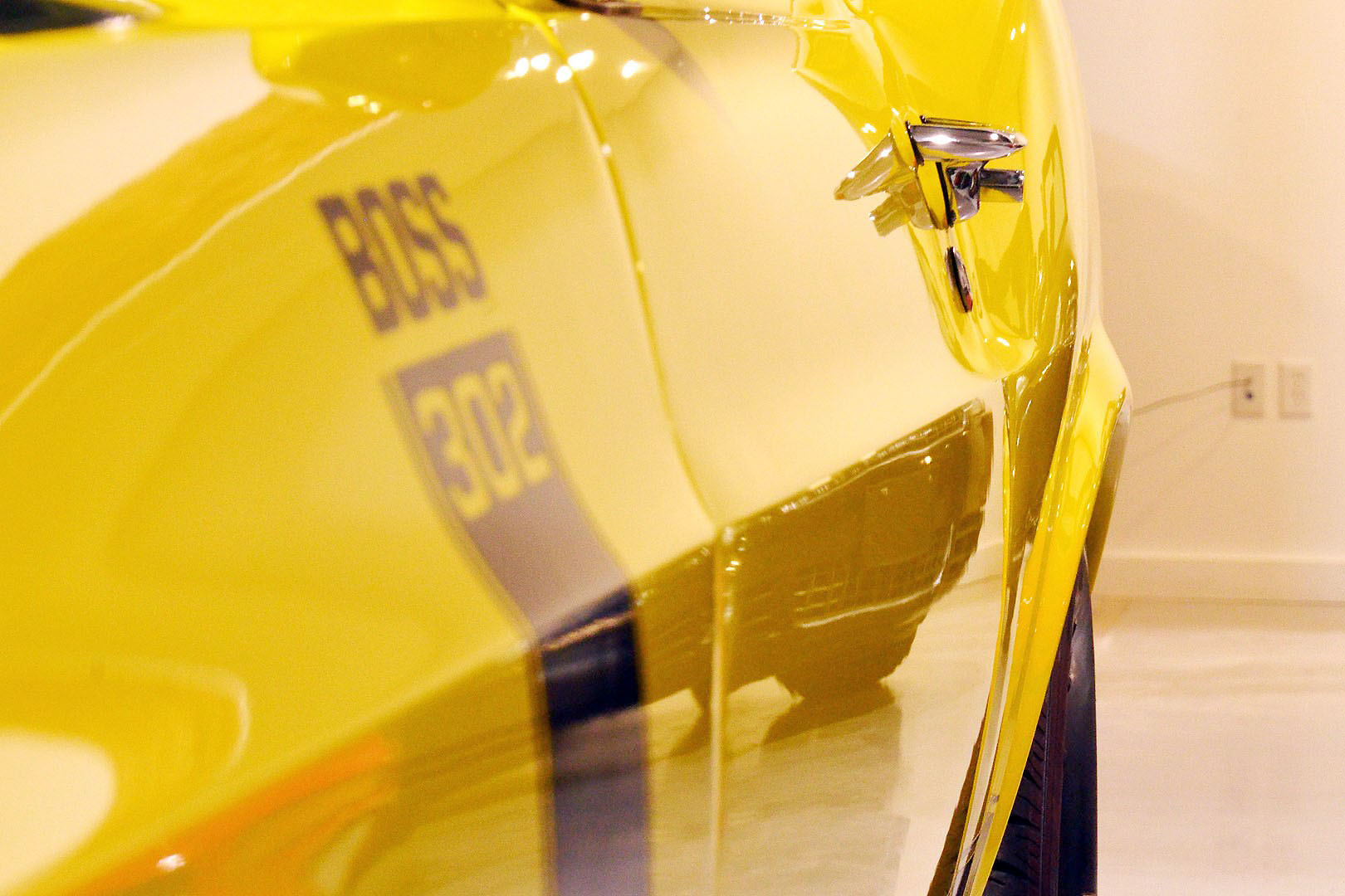 1970B_Ford_Mustang_Boss_302_Yellow_009.jpg