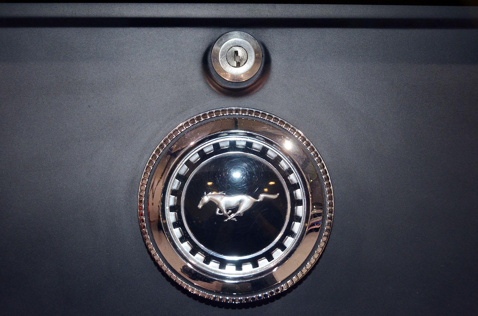 1970B_Ford_Mustang_Boss_302_Yellow_015.jpg