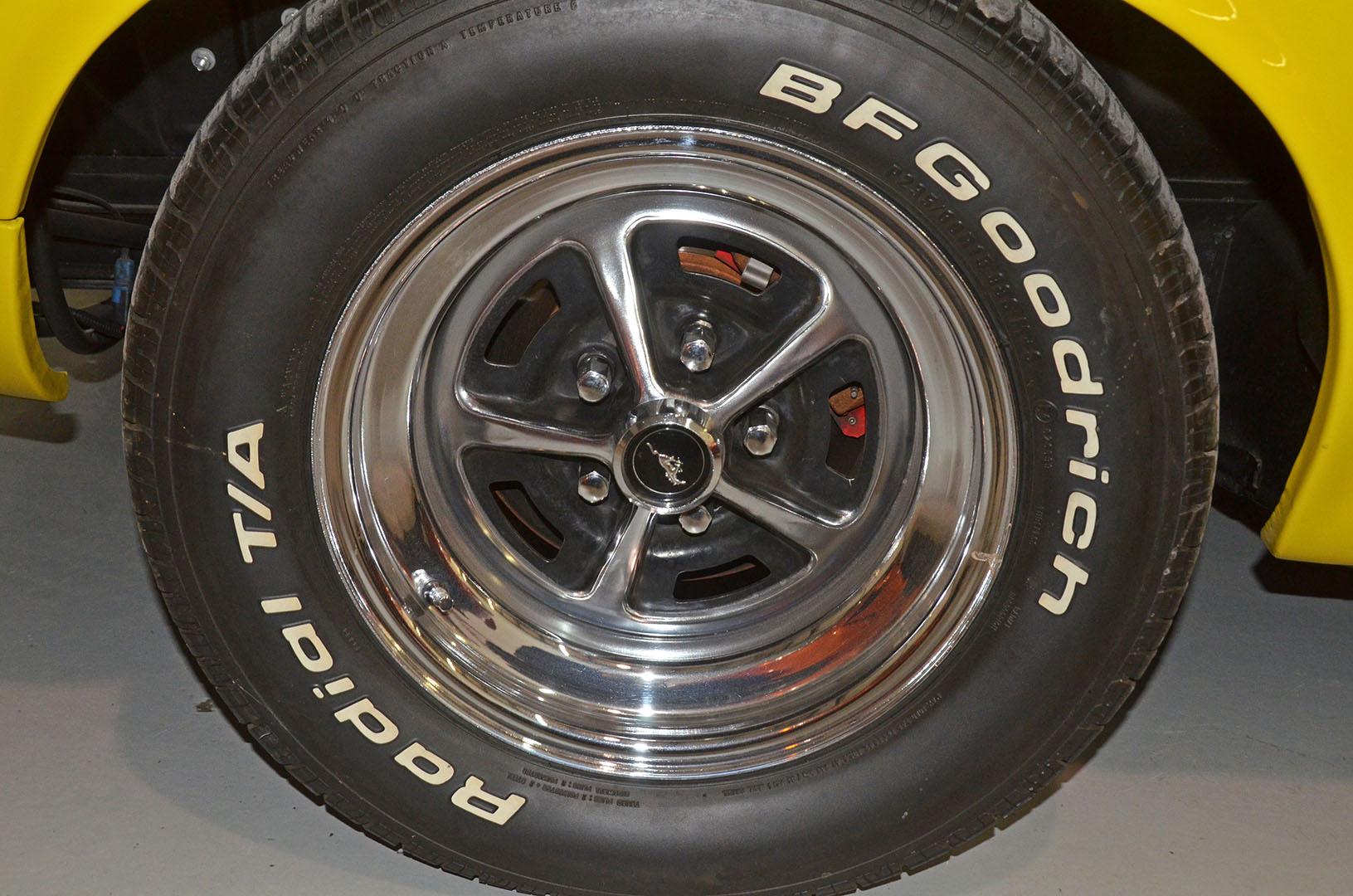 1970B_Ford_Mustang_Boss_302_Yellow_017.jpg
