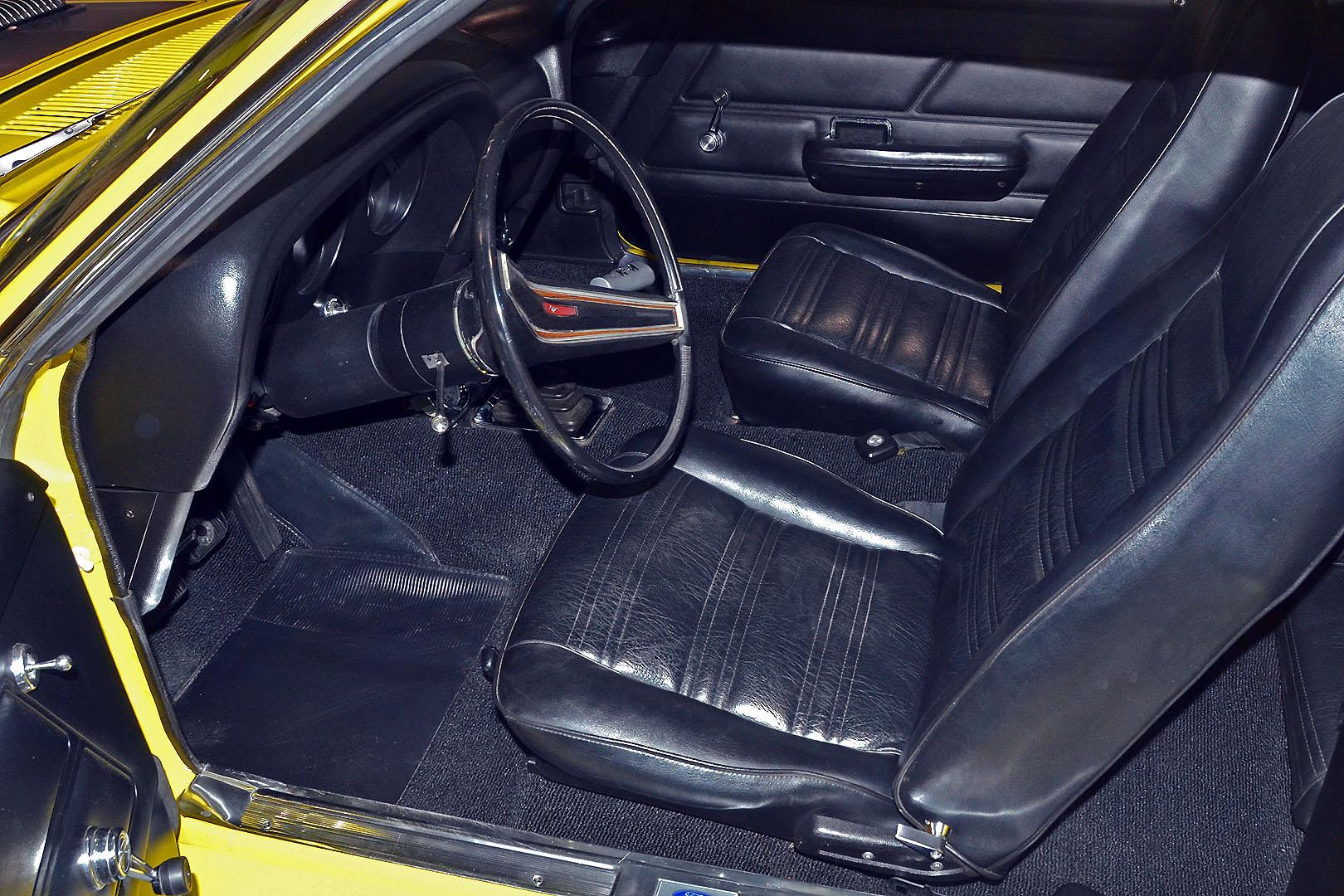 1970B_Ford_Mustang_Boss_302_Yellow_021.jpg