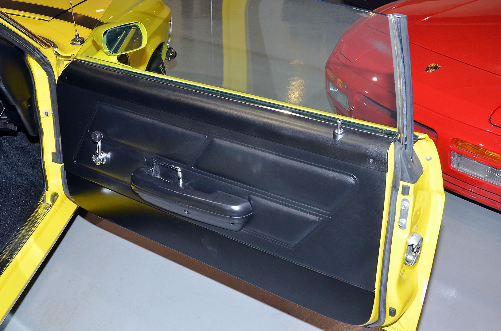 1970B_Ford_Mustang_Boss_302_Yellow_025.jpg