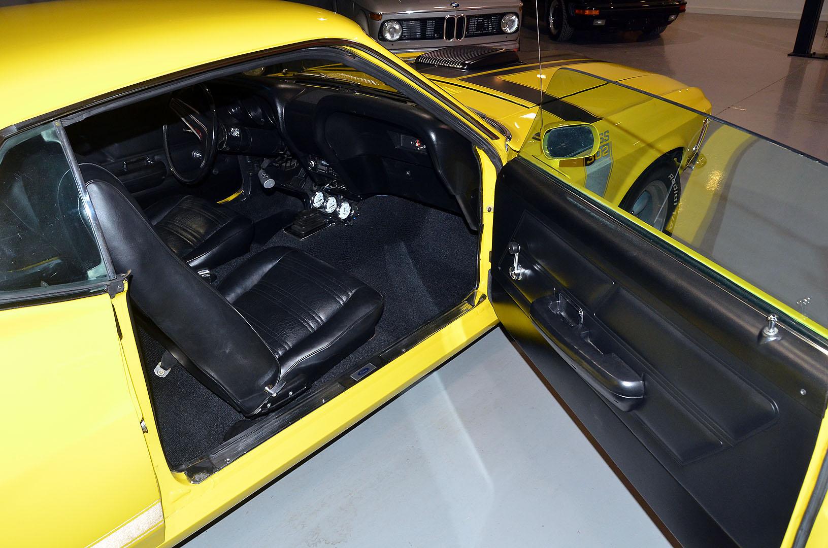 1970B_Ford_Mustang_Boss_302_Yellow_026.jpg