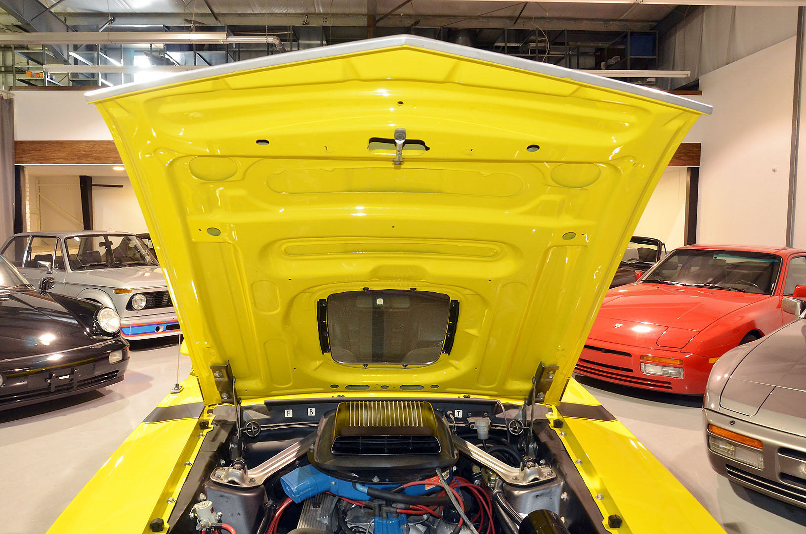 1970B_Ford_Mustang_Boss_302_Yellow_035.jpg