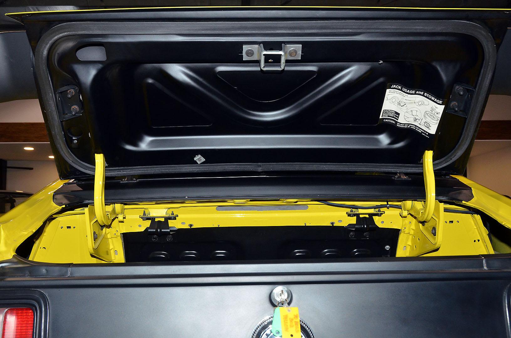 1970B_Ford_Mustang_Boss_302_Yellow_060.jpg
