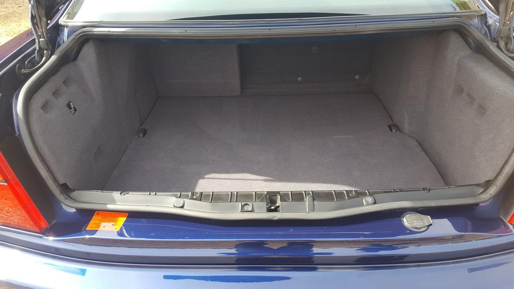 1992F-BMW-850i-16.jpg