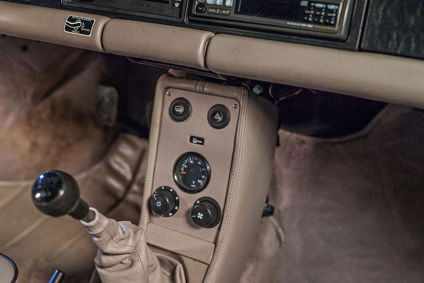1989F_Porsche_911_Coupe_Silver_Anniversary_010.jpg