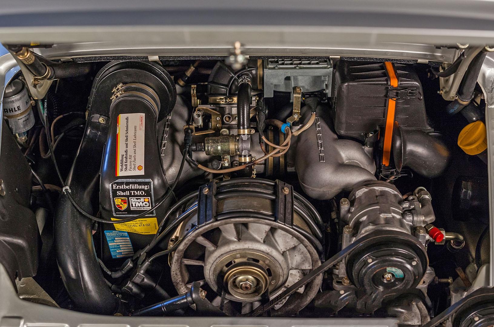 1989F_Porsche_911_Coupe_Silver_Anniversary_014.jpg