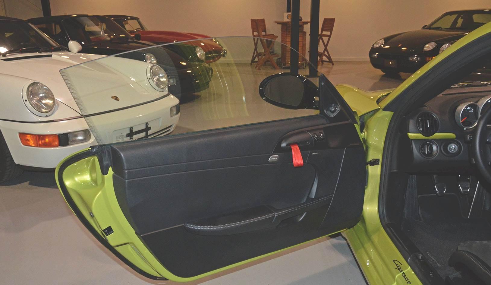 2012B_Porsche_Cayman_R_Coupe_Green_023.jpg