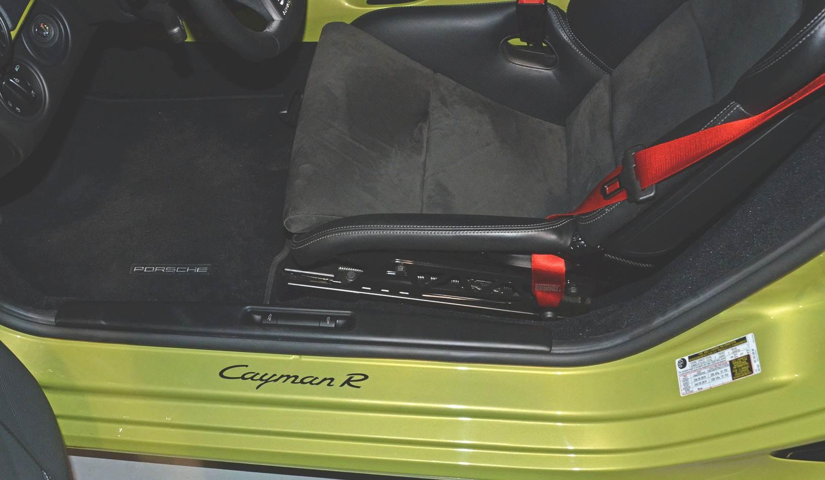 2012B_Porsche_Cayman_R_Coupe_Green_024.jpg