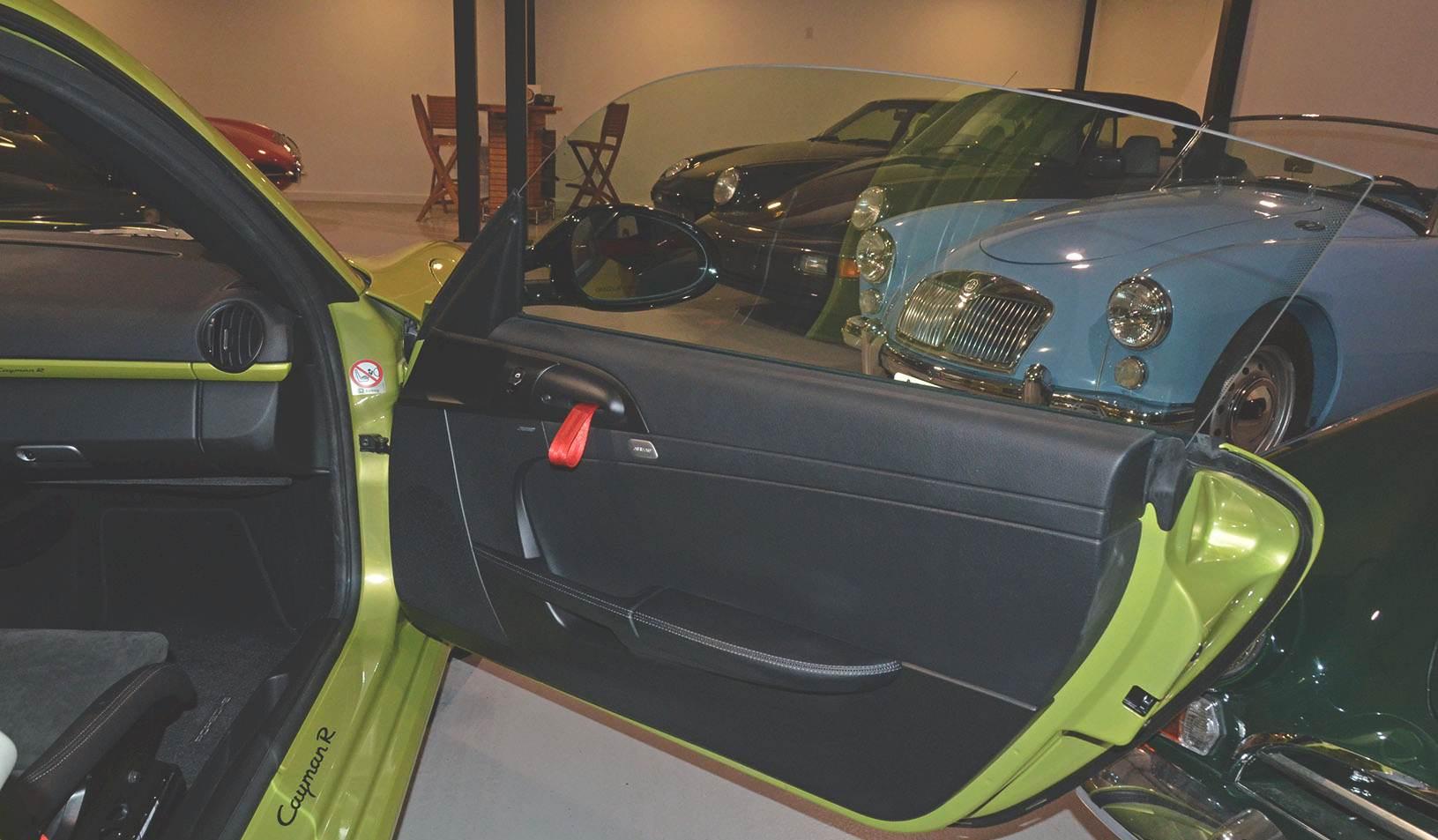 2012B_Porsche_Cayman_R_Coupe_Green_027.jpg