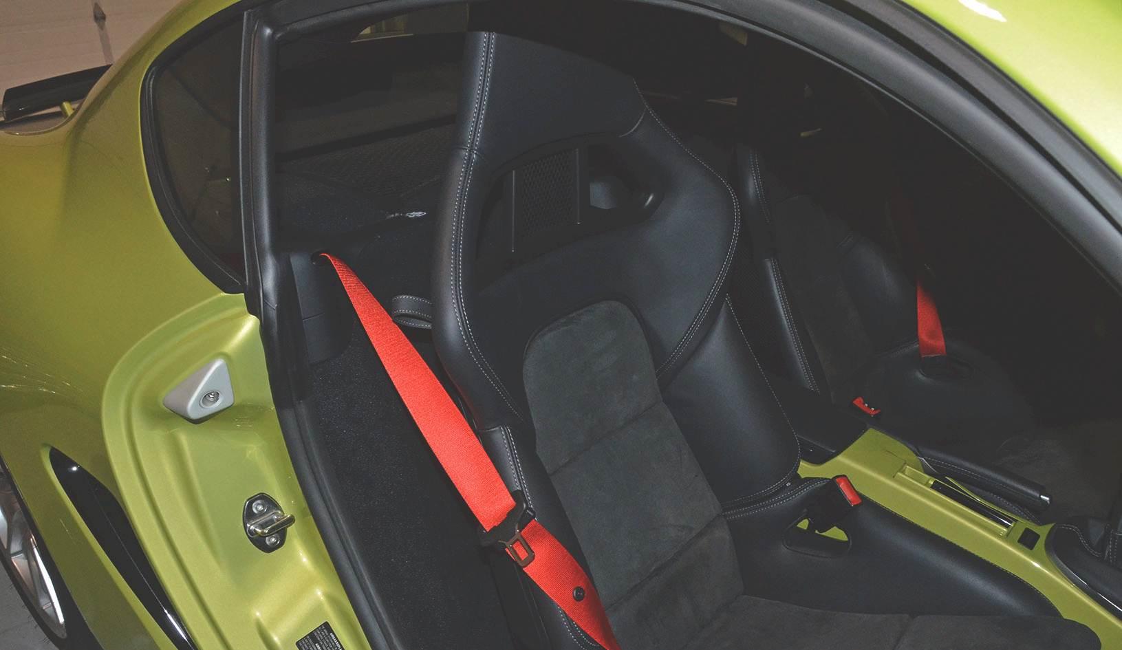 2012B_Porsche_Cayman_R_Coupe_Green_030.jpg