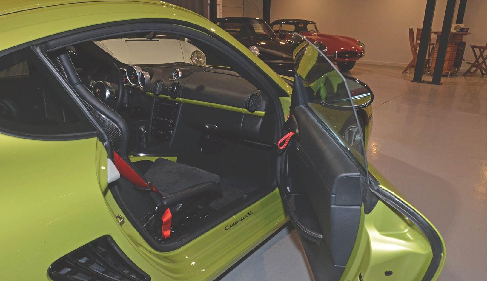 2012B_Porsche_Cayman_R_Coupe_Green_032.jpg