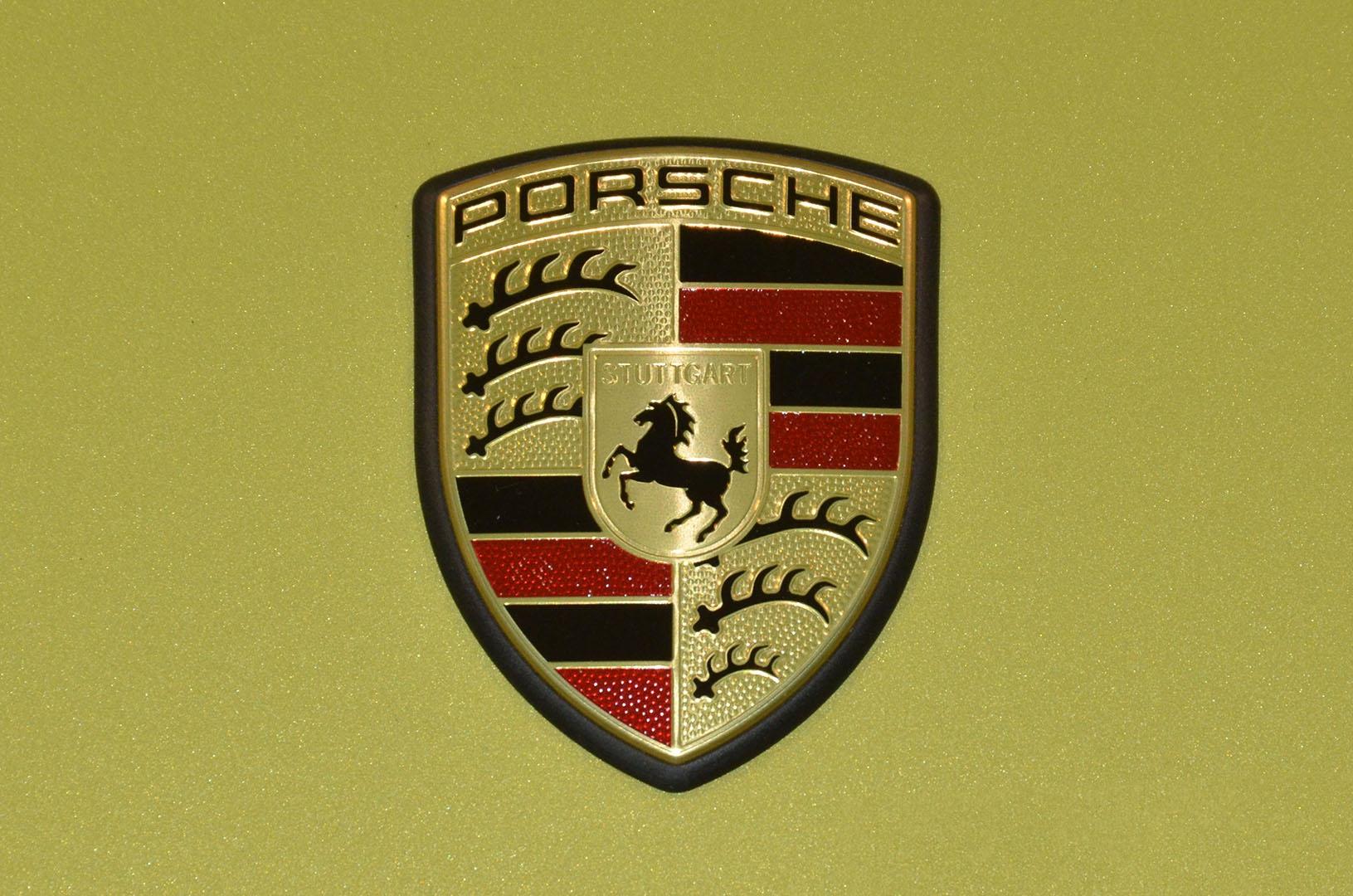 2012B_Porsche_Cayman_R_Coupe_Green_042.jpg