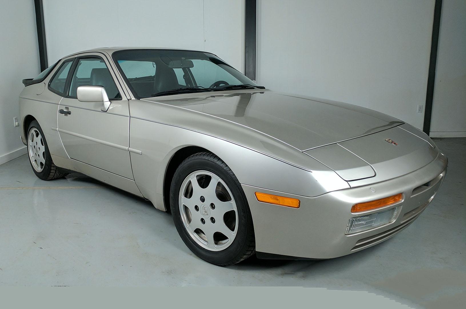 1989D_Porsche_944_Turbo_Silver_002.jpg
