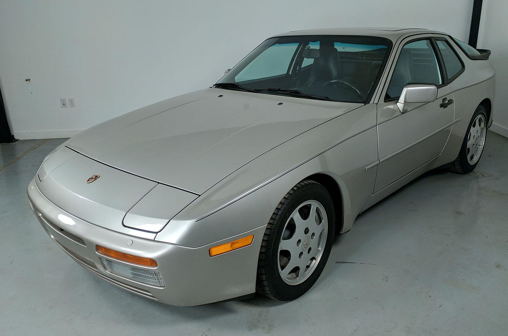 1989D_Porsche_944_Turbo_Silver_001.jpg