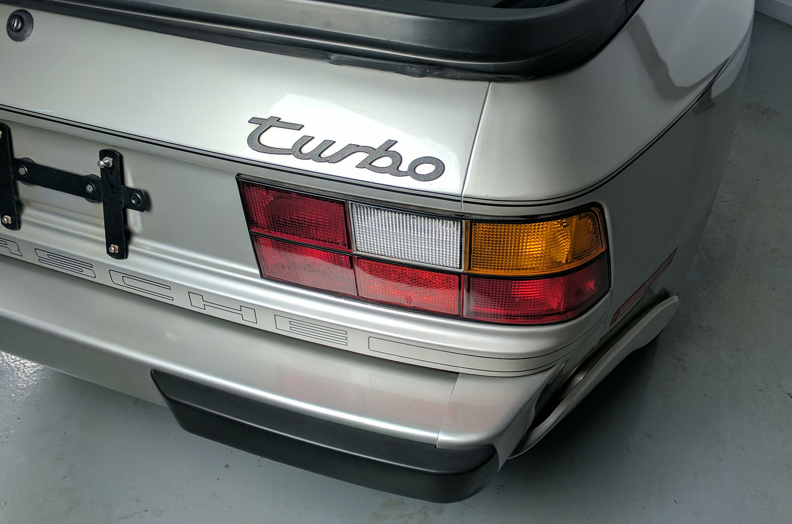 1989D_Porsche_944_Turbo_Silver_003.jpg