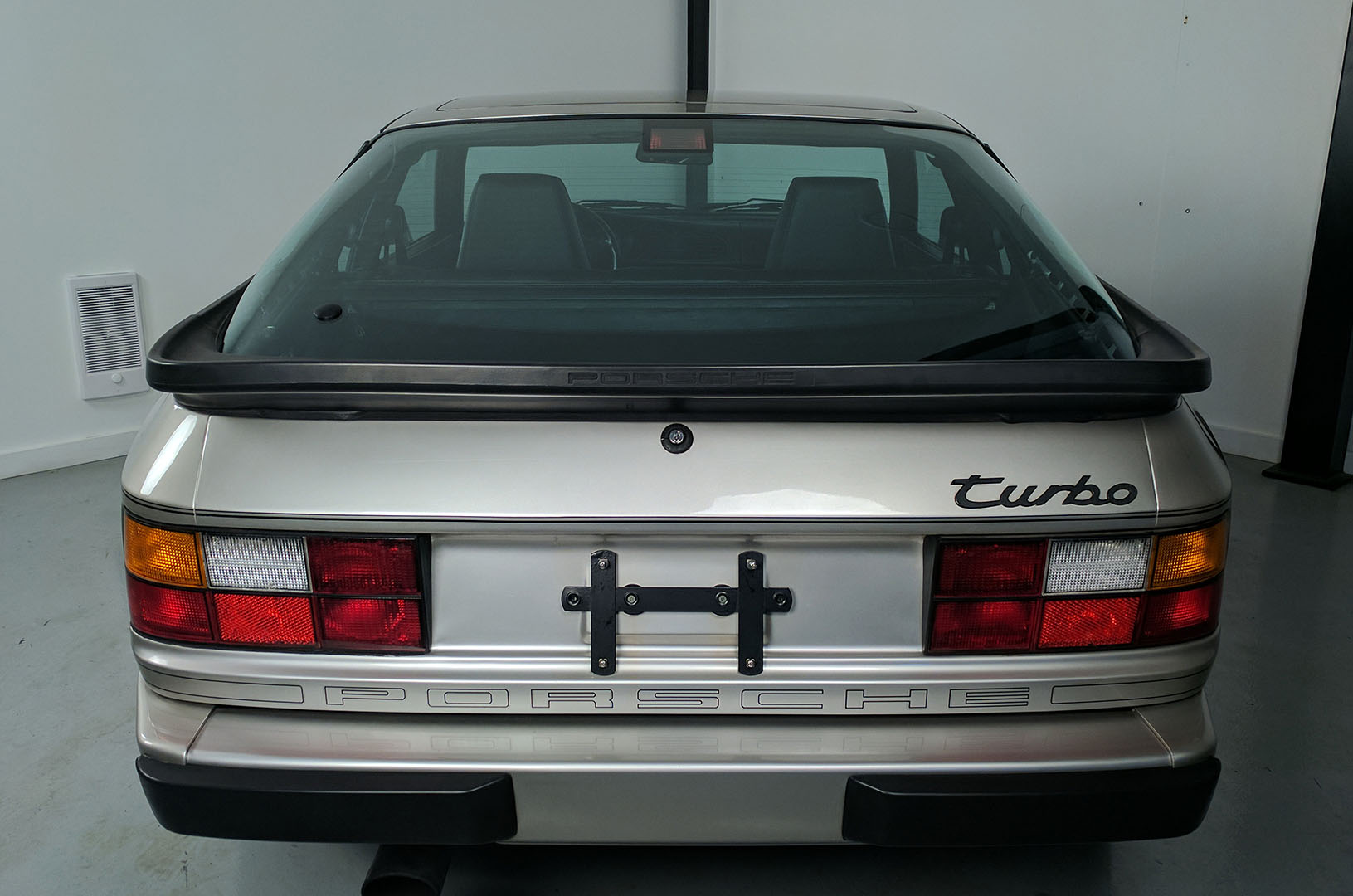 1989D_Porsche_944_Turbo_Silver_004.jpg