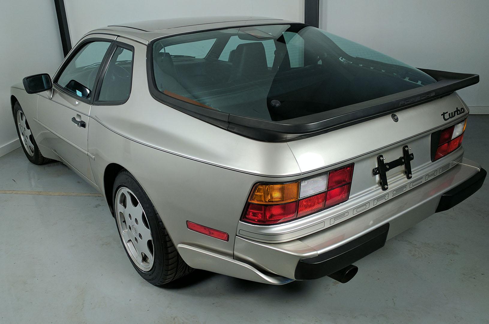 1989D_Porsche_944_Turbo_Silver_005.jpg
