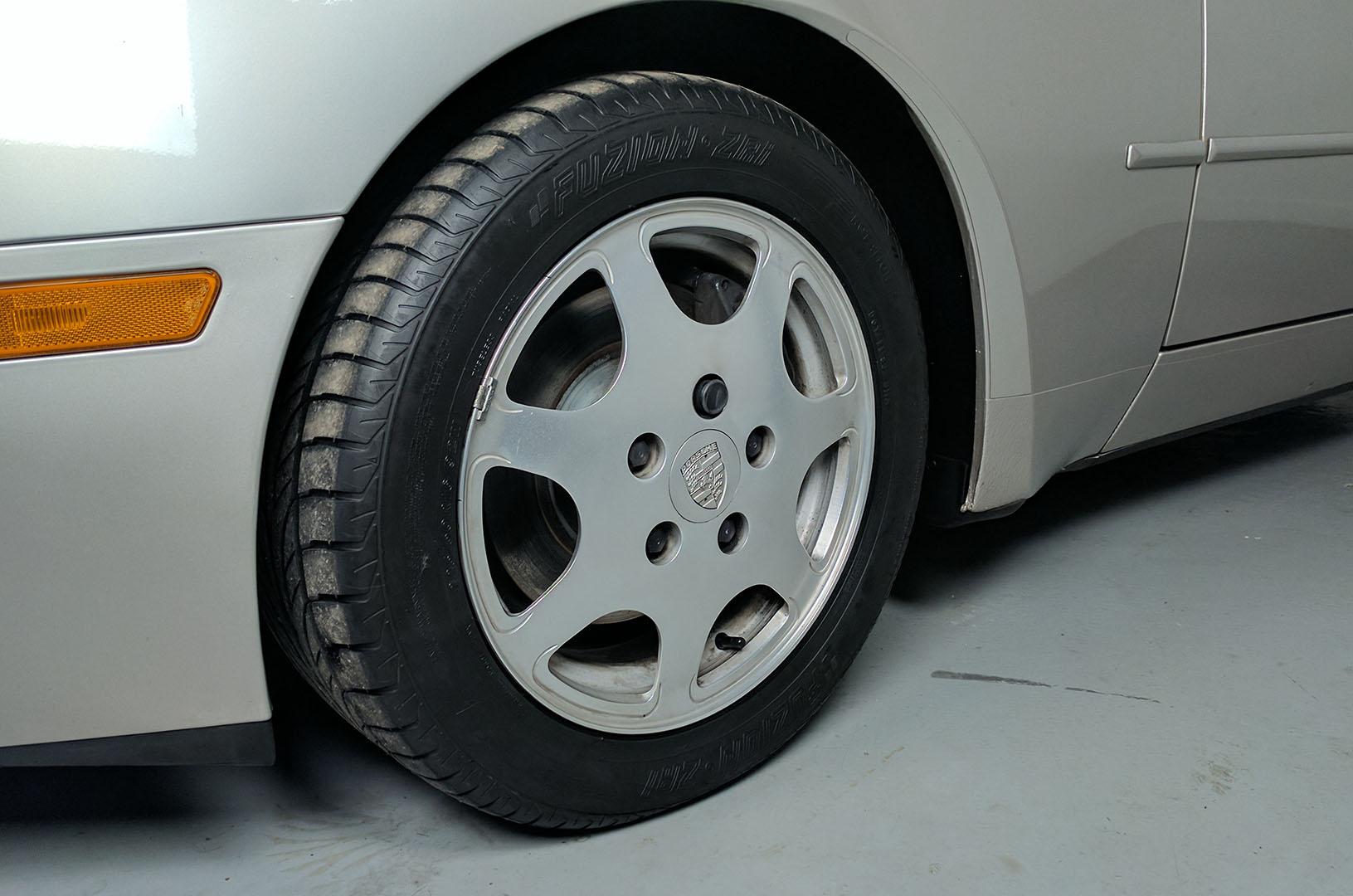 1989D_Porsche_944_Turbo_Silver_006.jpg