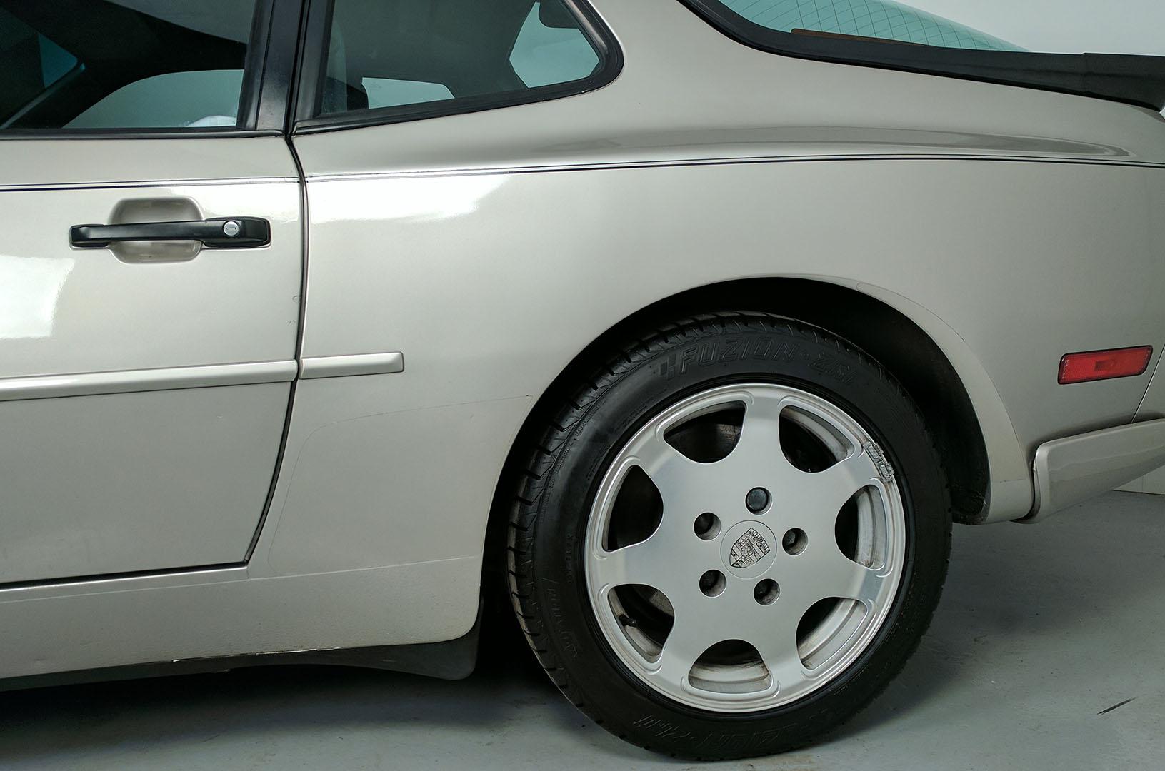 1989D_Porsche_944_Turbo_Silver_007.jpg