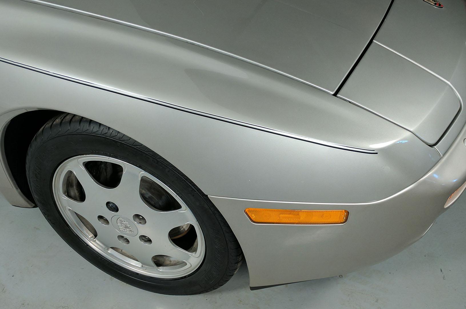 1989D_Porsche_944_Turbo_Silver_008.jpg