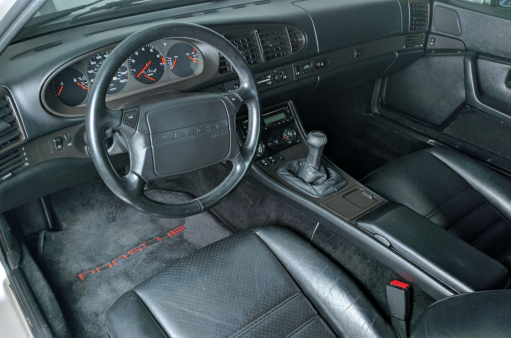 1989D_Porsche_944_Turbo_Silver_010.jpg