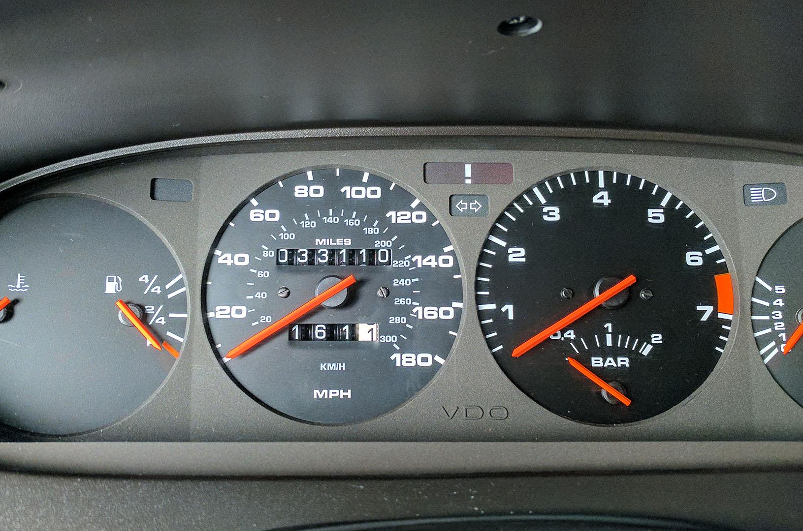 1989D_Porsche_944_Turbo_Silver_011.jpg