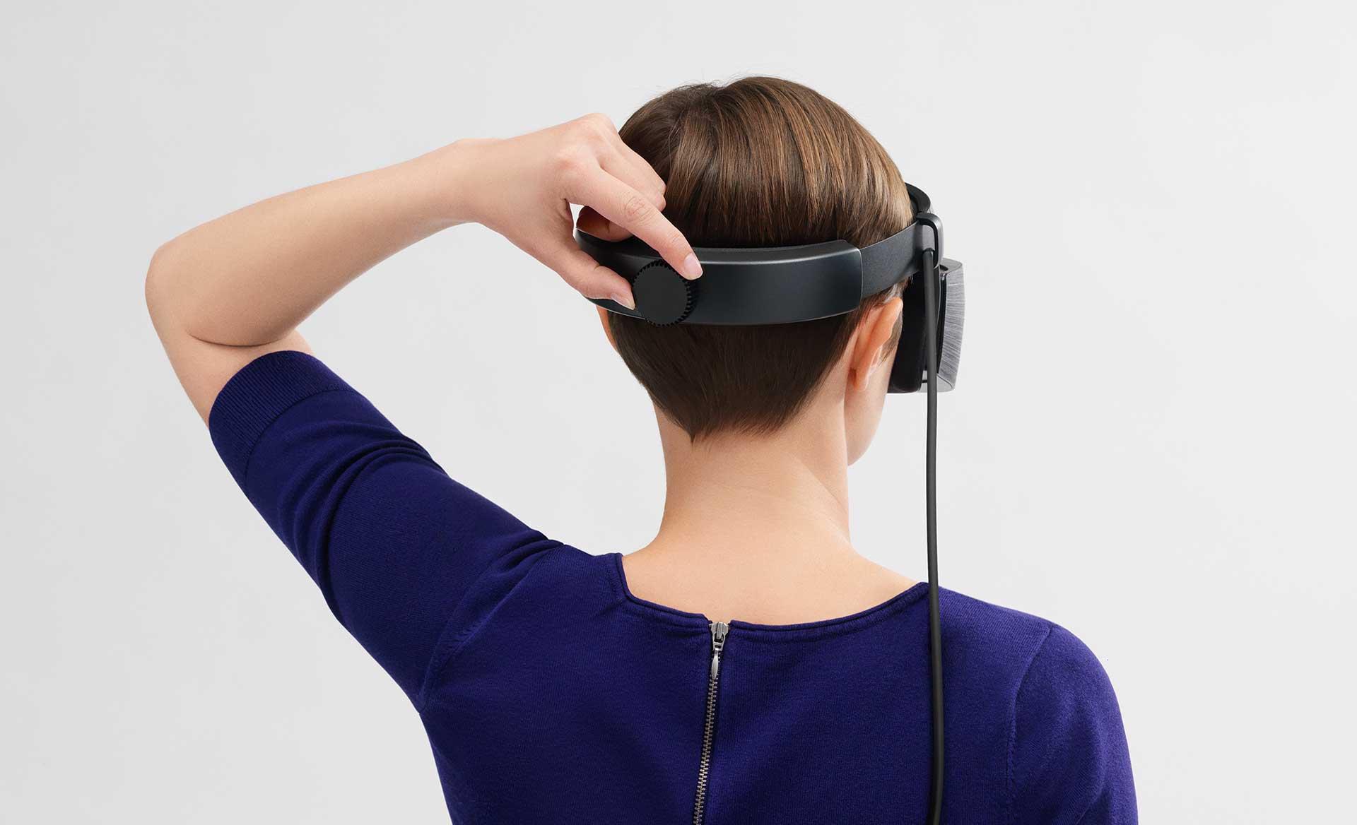 winmr-headset1.jpg