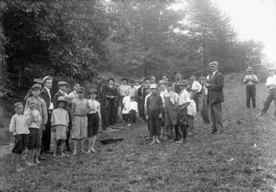 A crowd of curious townsfolk assembled at the lynching site the next morning