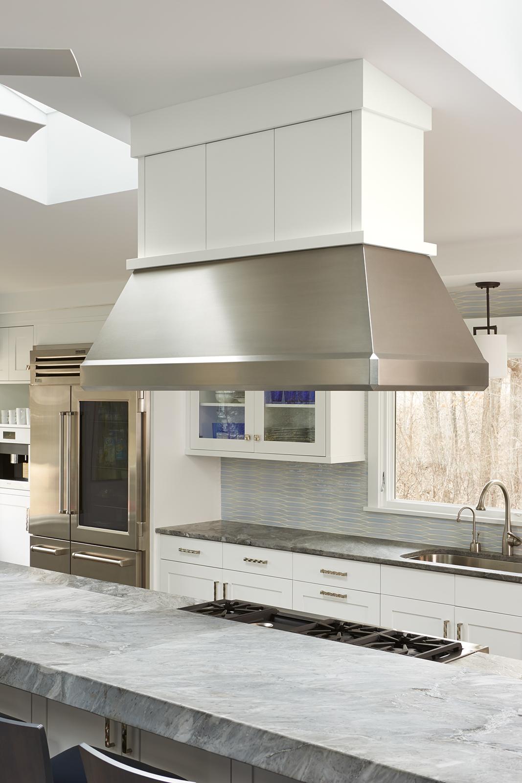 Edina_hood_range_kitchen.jpg