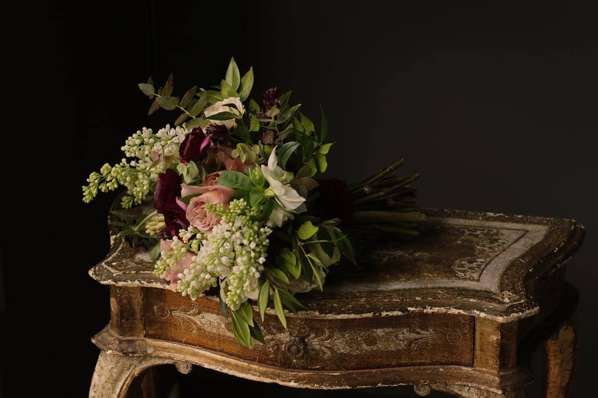 Bouquet tied with sumptuous velvet ribbon