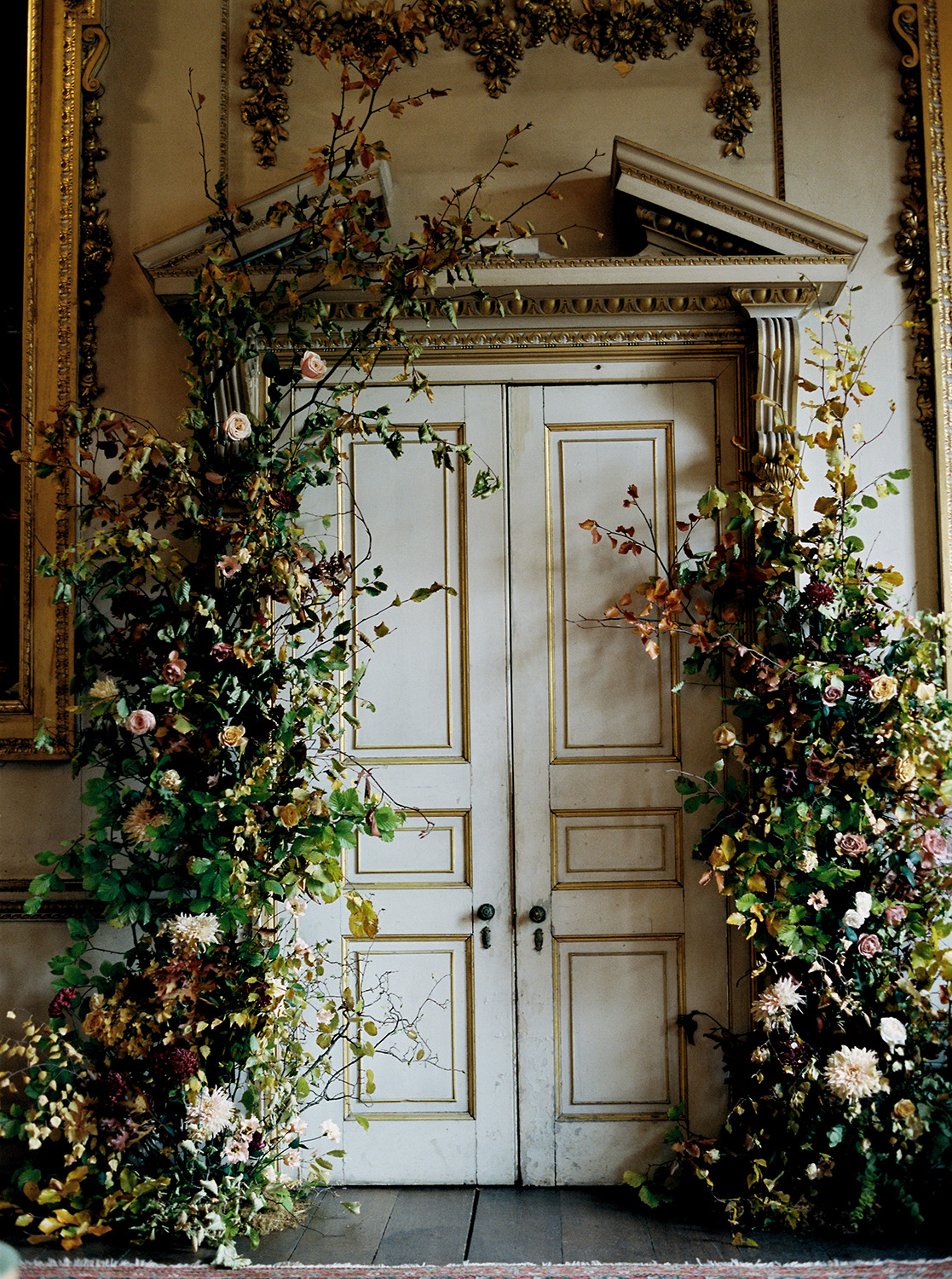 Floral installation by Ruby and The Wolf, Image by Taylor and Porter.jpg