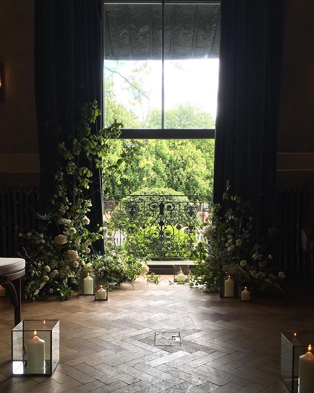 Last Saturday's ceremony installation at the lovely @no131cheltenham  Thank you @indigoyardfloral for letting me steal your lovely photo.  #nofloralfoam #foamfree