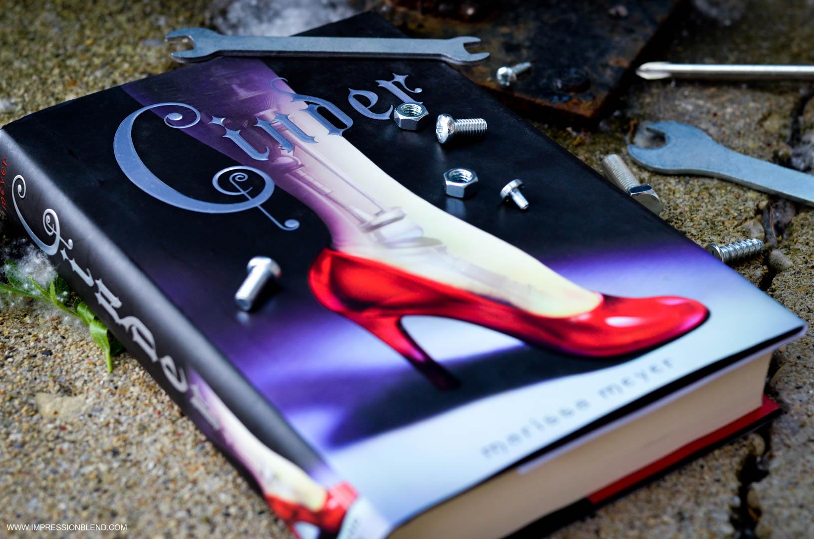 Cinder by Marissa Meyer Book Review