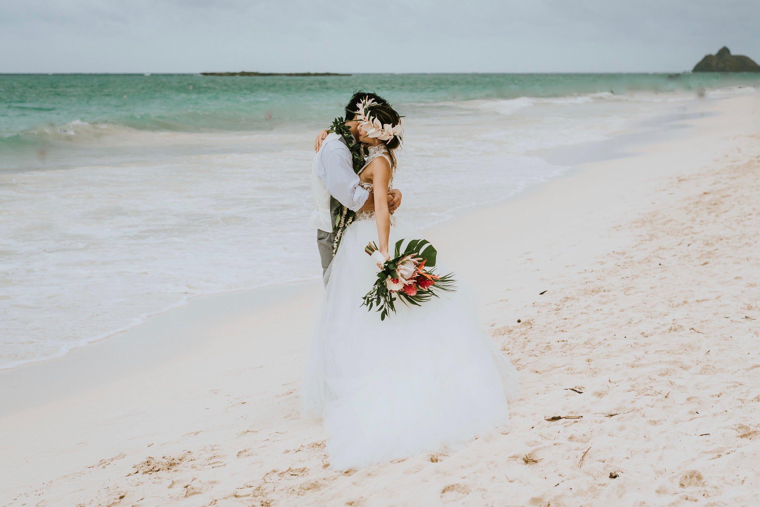 Bride&GroomBeachKei&Kentaro-usedGoogle.jpg