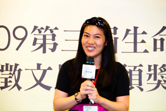 Allison delivered a speech as the Grand Prize Winner at the Life Story Writing Contest in Taiwan. 2009.