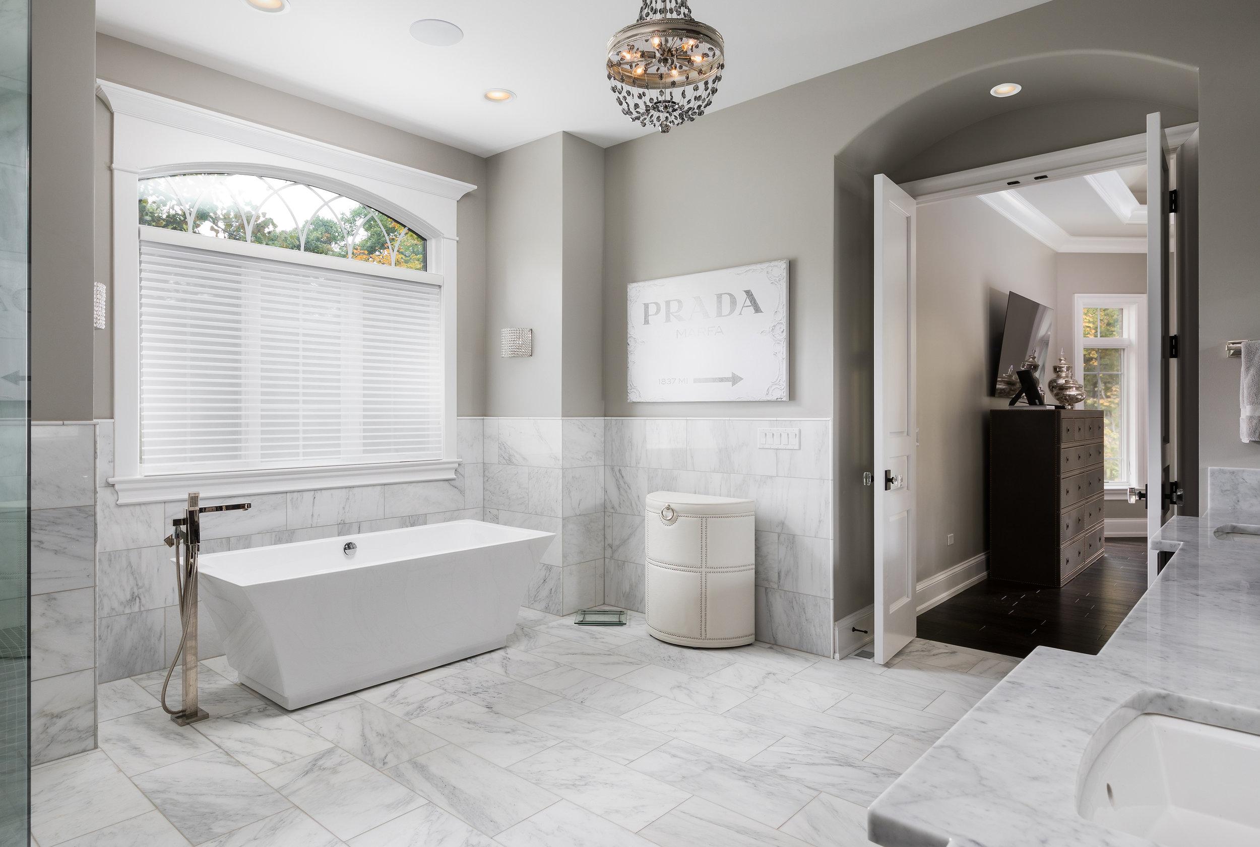 Fox Glen SEbern bath2.jpg