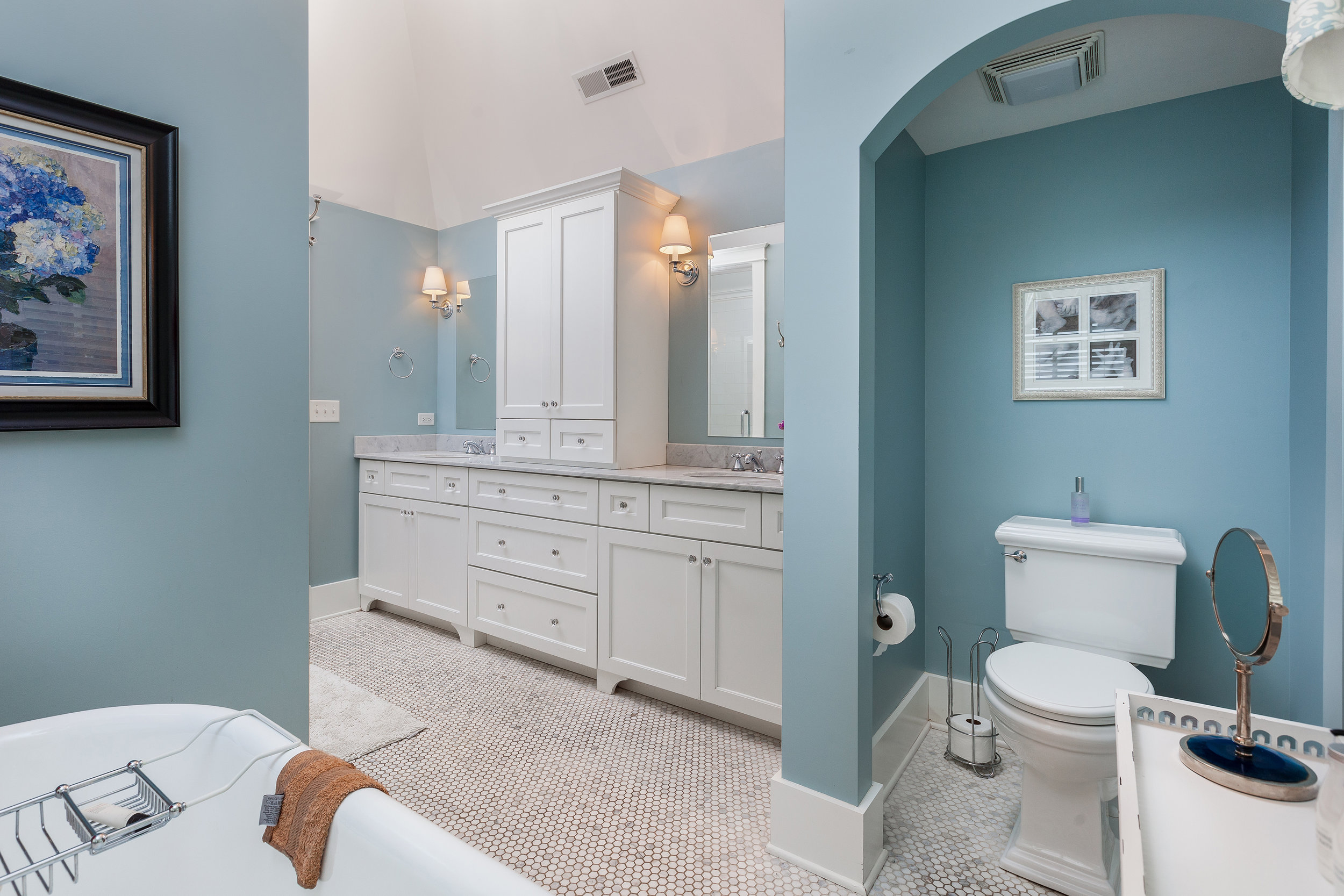 Master Bathroom 2 (1).jpg