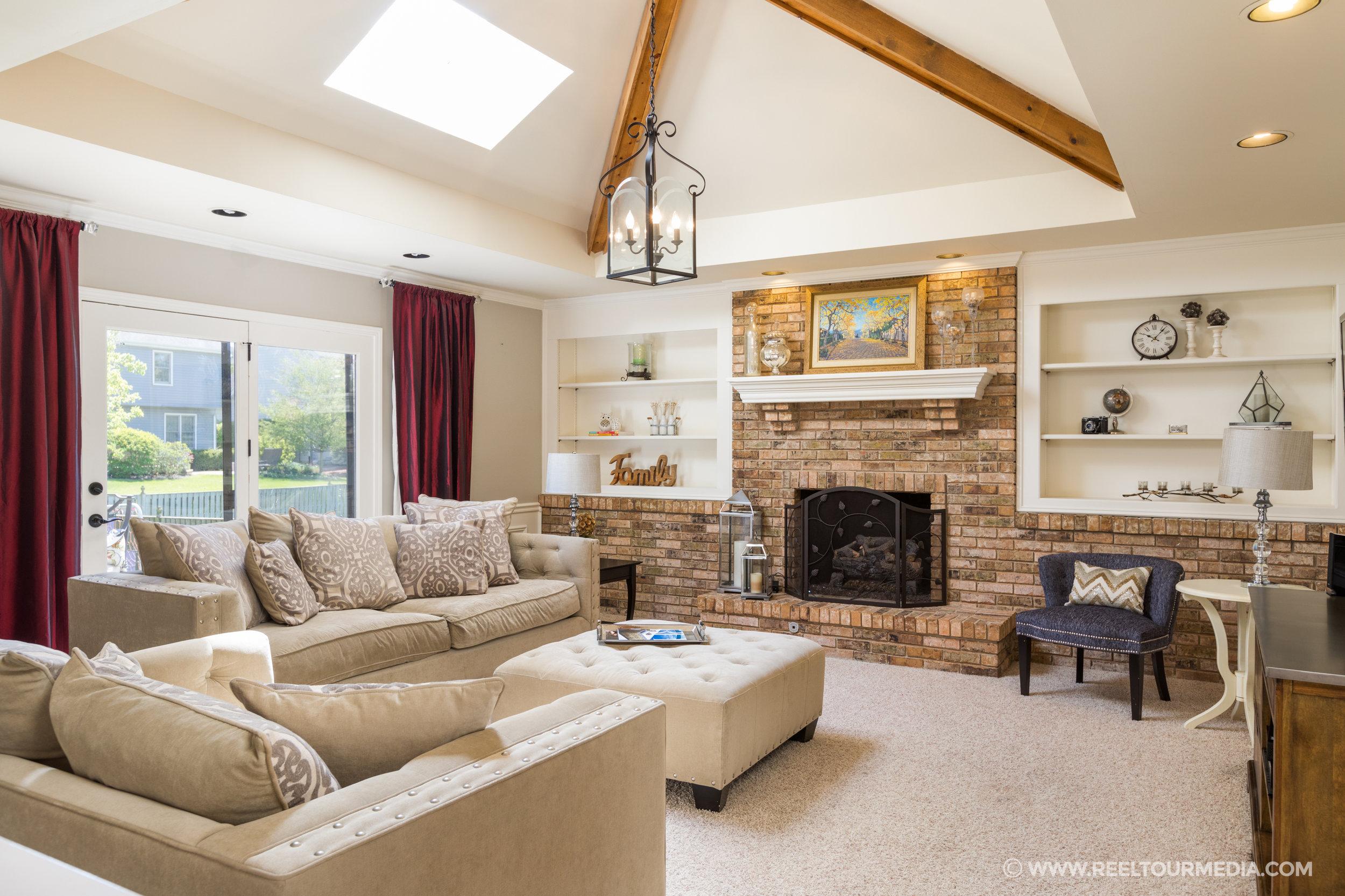 Vaulted living room.jpg