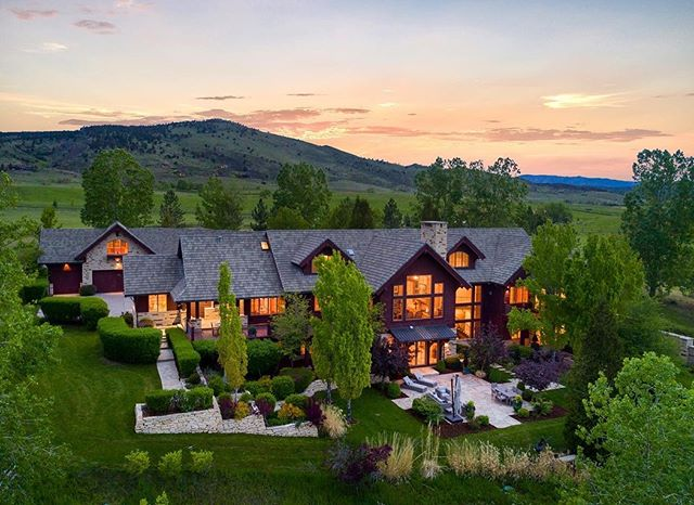 Throwback to early June when I got the chance to be flown to Colorado to shoot this beauty. Such a peaceful setting and was a pleasure to shoot. #realestate #realty #luxuryrealestate #architecturephotography #architecture #mountainhome #colorado #coloradohomes #mansion #realestatephotography #longmontcolorado #ranchhome #milliondollarhomes #twilight #aerial #luxuryhomes