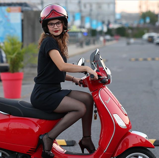 Like-new Vespa LX 50 4V in Dragon Red available for rent at MS.