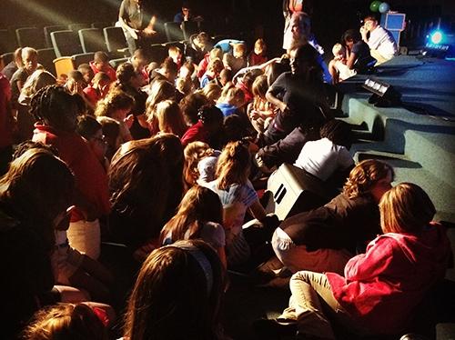 Children-praying-at-Oxford-Assembly-of-God