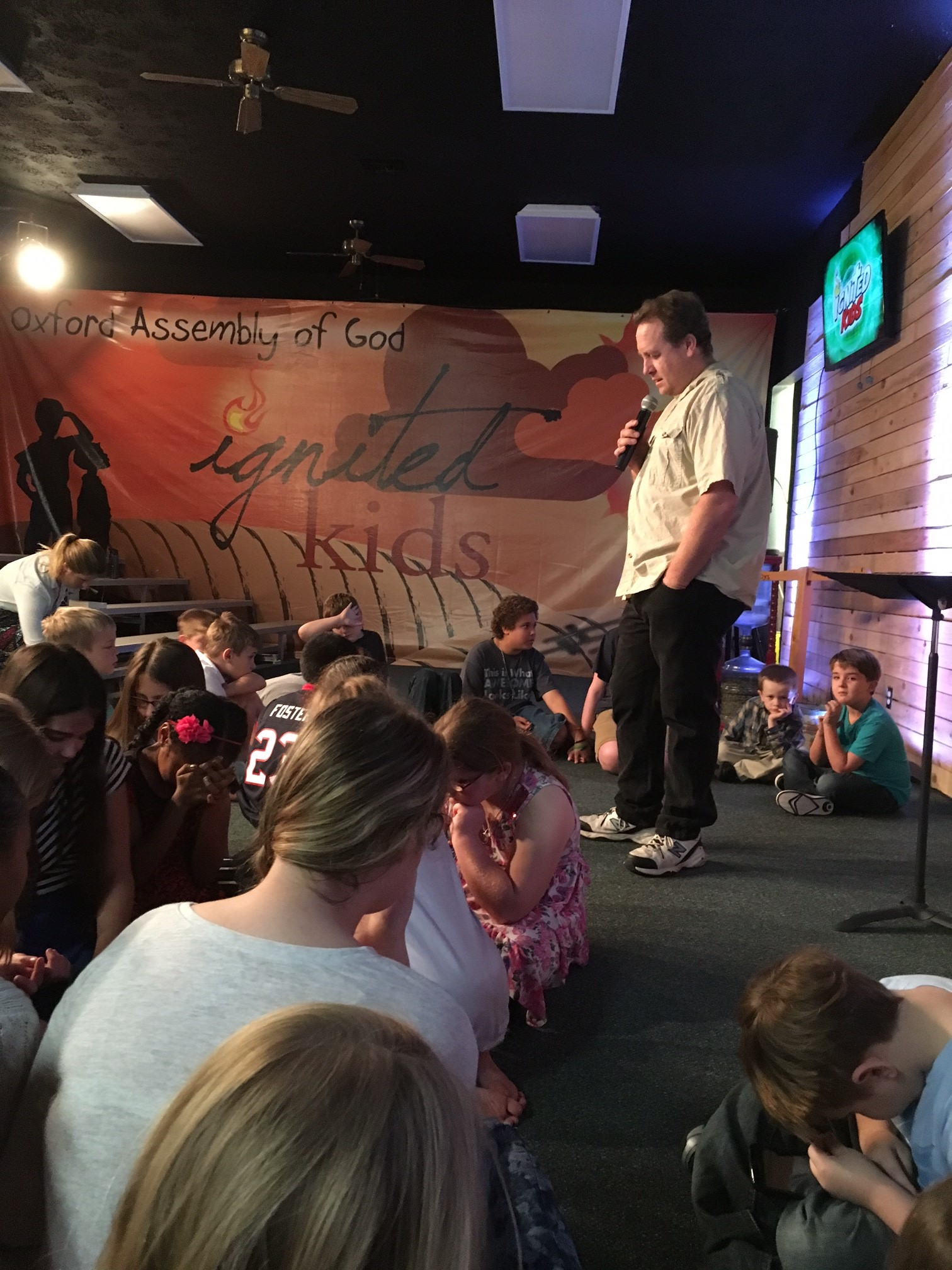 children-praying-together-Ignited-Kids