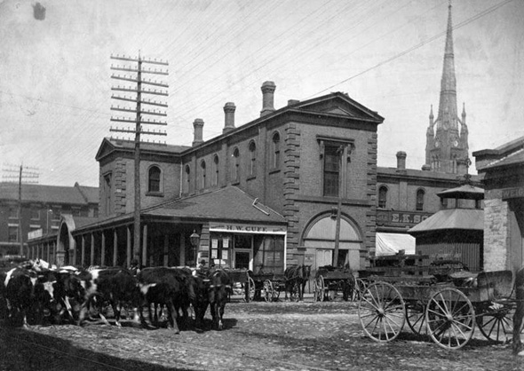 St. Lawrence Market in the 1880's (Toronto Archive)  www.blogto.com