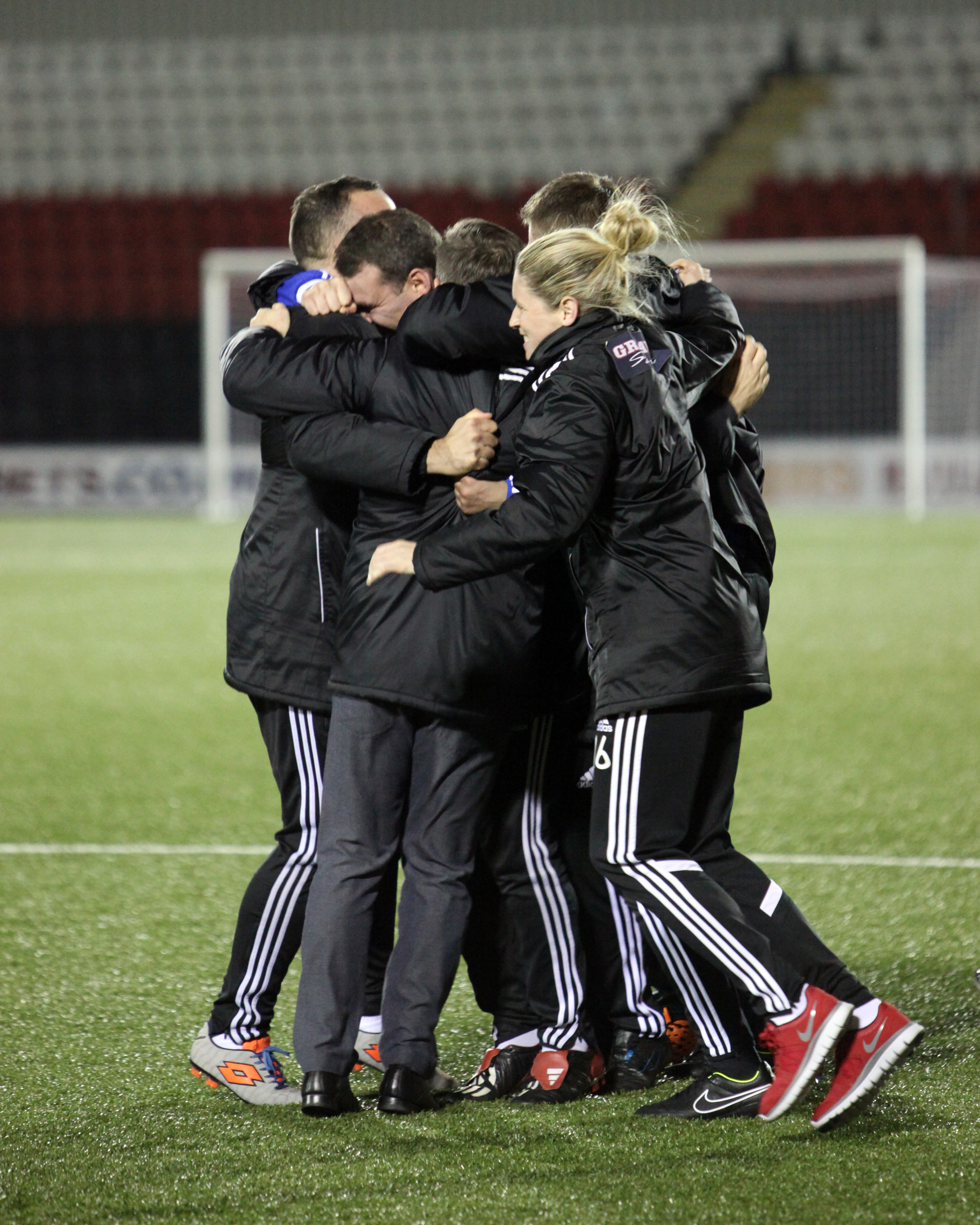 Players and Staff Celebrate win. Image by Andy Buist.