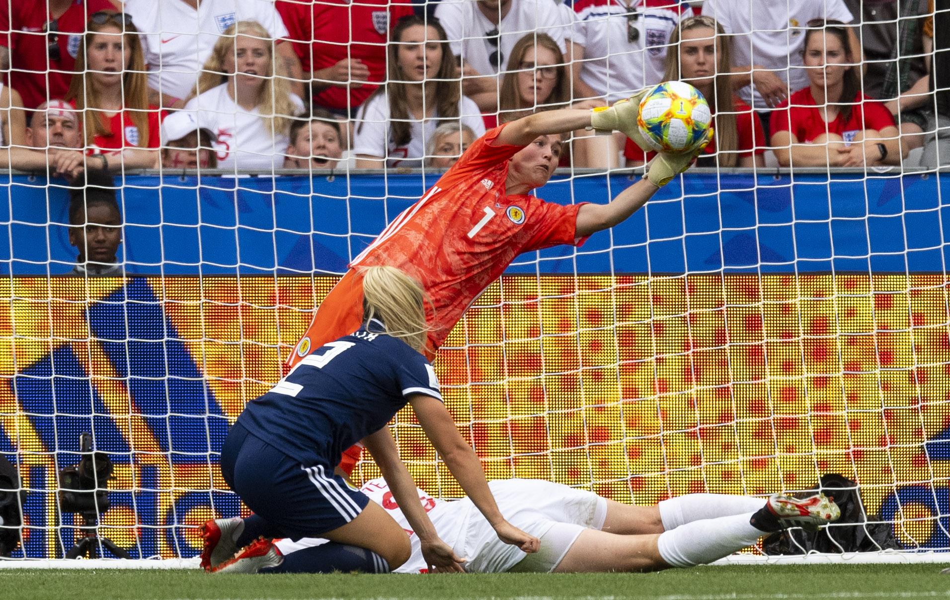 Lee in action v England.jpg