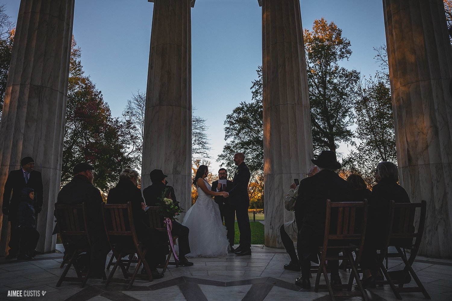 Oh, and their ceremony? Picture-perfect right at sunset. 👌🏻