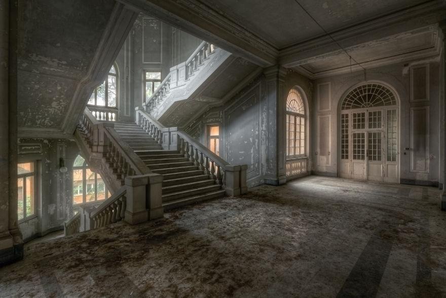 abandonedstairs1.jpg